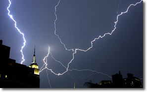 Bolt of lightning strikes Empire State Bldg NYC